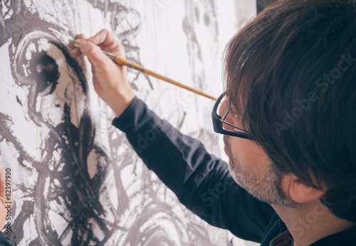 Painter artist working in modern oil canvas - 82397930