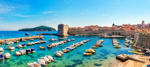 Foto op Aluminium Vestingwerk Beautiful sunny day over the bay in front of old town Dubrovnik
