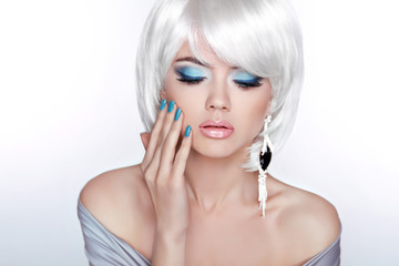 Glamour Fashion Blond Woman Portrait. Makeup. White short bob ha
