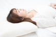 眠る女性 - 82416537