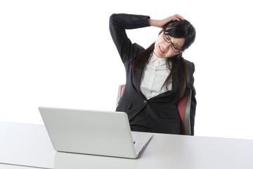 ビジネスウーマン ノートパソコンで仕事