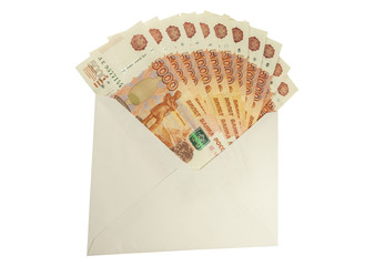 Российские купюры достоинством 5000 рублей в конверте.