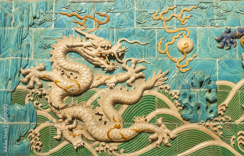 Deurstickers Beijing Traditional Chinese White Dragon Decorated Wall