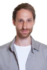 Passbild eines modernen jungen Mannes mit Bart