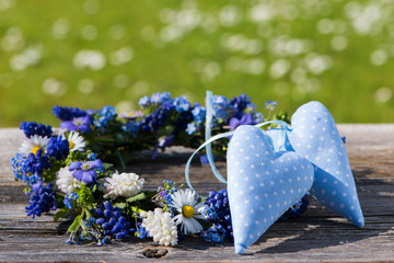 Blütenkranz mit Herzen