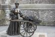 Molly Malone Statue Suffolk Street Dublin - 82496788
