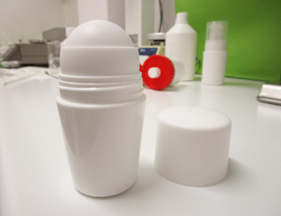 Deodorant container