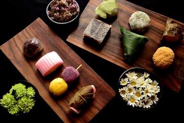 和菓子いろいろと小菊の小鉢