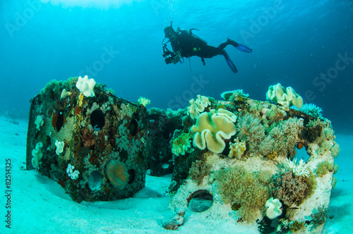 scuba diving diver shipwreck kapoposang indonesia underwater - 82514325