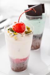 Dessert freddo nel bicchierino