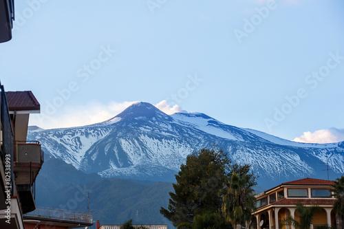 Fotobehang Centraal-Amerika Landen Summit of Mount Etna, spewing ash and gasses