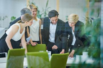 Team macht Planung im Meeting
