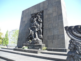 MONUMENTO CAIDOS Y PERSEGUIDOS