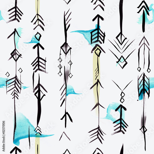 Ethnic arrows seamless pattern with watercolor brushstrokes - 82570106