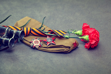 Items WWII: forage cap, medals, flowers, George Ribbon