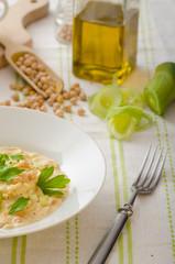 Chickpeas with paprika, cream sauce
