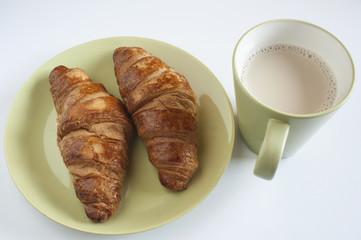 Café con leche y dos croissant