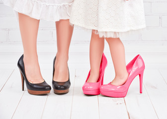 legs mother and daughter little girl fashionista in pink shoes o