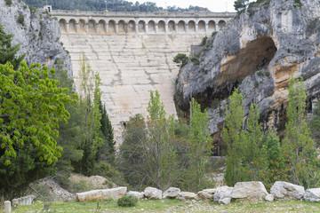 Presa del embalse de Pena (Valderrobles, Teruel - España).