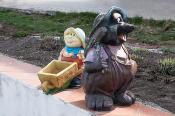 Sculptures of garden assistants