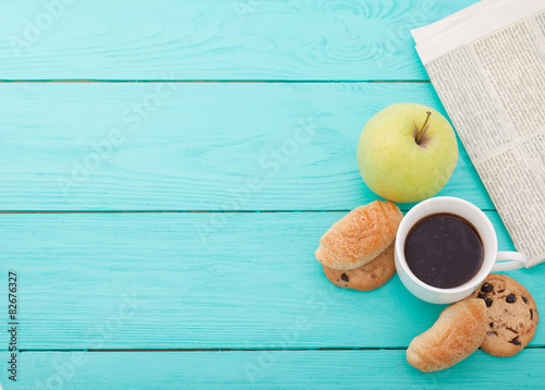 Plakat Morning coffee with fruits and cookies on wooden table