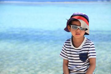 ビーチと幼児(5歳児)