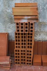 Mattoni, laterizi, materiale edile, edilizia
