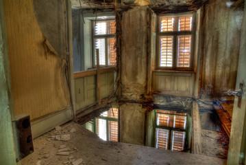 Eingestürzter Boden im Geisterhaus