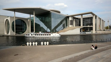 Berlin sight seeing by boat - Bundeskanzleramt