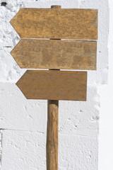 Letreros de madera.