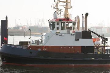 Hafenschlepper bei Oevelgoenne