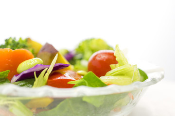 黄緑野菜のサラダ クローズアップ
