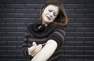 Drugging girl heroine