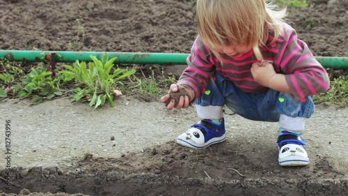 Foto op Plexiglas Wand Girl in garden