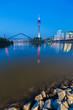 Düsseldorf zur blauen stunde am rheinufer