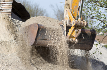 Excavator bucket with gravel