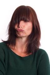 beleidigte Frau zieht eine Schnute