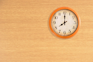 Clock showing 8 o'clock on a wooden wall