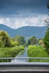 Panorama monti e canale, corso d' acqua, guard rail