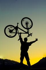 bisiklet kaldırmak silüet