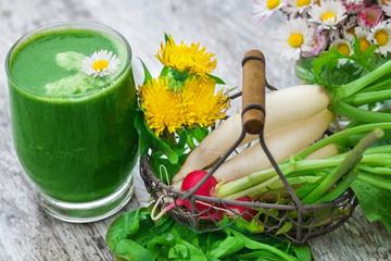 Grüner Smoothie, Radieschen und Wildkräuter