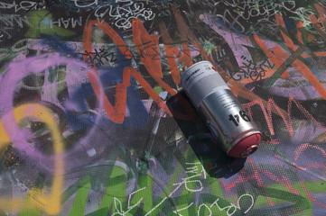 Bote de sparay y graffiti