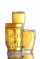 SONY DSC Три кружки с холодным пивом