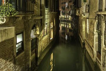 Andando per canali a Venezia