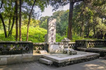 "Grabmal des Kong Li im ""Wald der Familie Kong"" in Qufu"