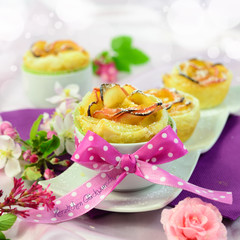 Rosen aus Blätterteig und Äpfeln