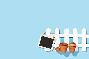 Gartenzaun mit Schild