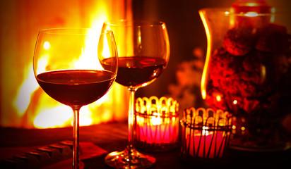 Rotwein am Kamin