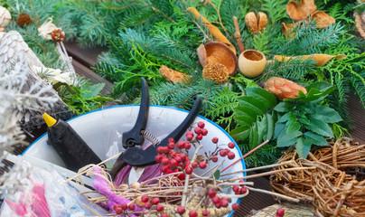 Adventsfloristik, Gartenschere, Klebepistole