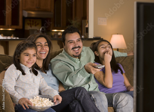 hispanic family watching tv - photo #15